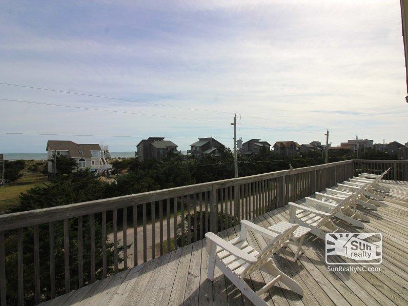 top-deck-with-ocean-views-xd2OS3NNca